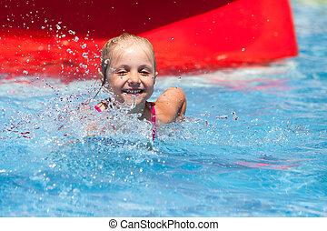 menina, pequeno, feliz, aquapark