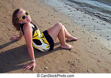 menina, praia., jovem, sentando