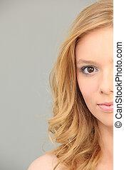 menina, retrato, claro-haired, jovem