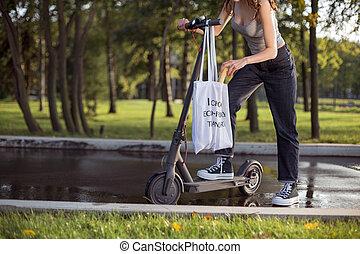 menina, scooter, morena, saco, puxa, logo, parque, estar, elétrico