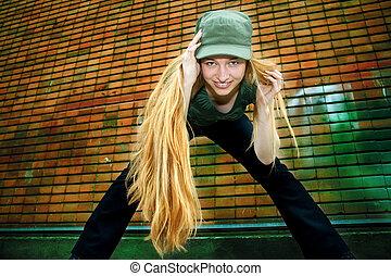 menina sorridente, com, longo, cabelo loiro