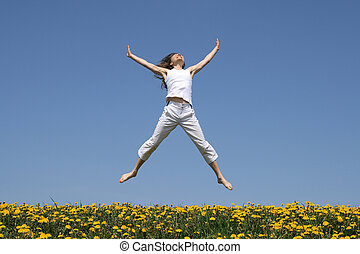 menina sorridente, pular, florescendo, prado
