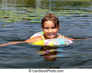 menina, swiming