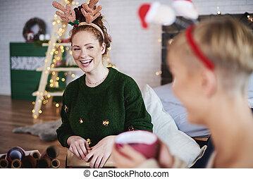 menina, tendo divertimento, em, tempo natal