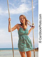 menina, tocando, a, balanço, ligado, praia