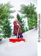 menina, trabalhando, com, pá, e, limpeza, neve