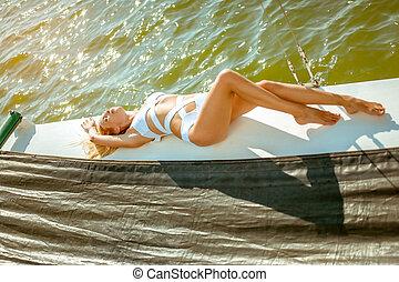 menina, velejando, descansar, jovem, privado, biquíni, iate, pareo, bonito, adelgaçar, cruzeiro, excitado