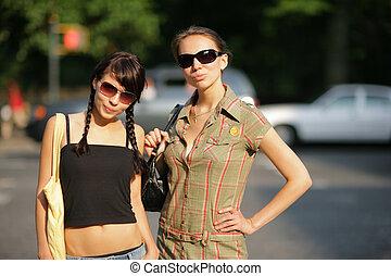 meninas bonitas, óculos de sol, dois