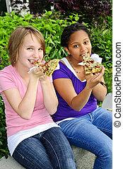 meninas, comendo pizza