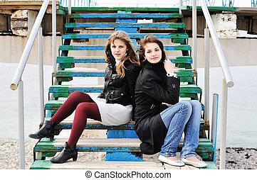 meninas, escadas, sentando