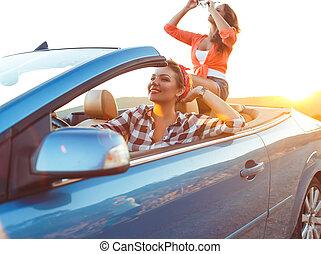 meninas jovens, cabriolé, dirigindo, dois