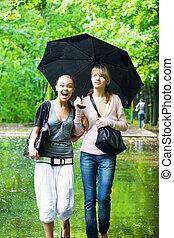 meninas, tempo chuvoso, regozije, dois