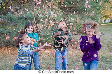 meninas, tocando, em, folhas