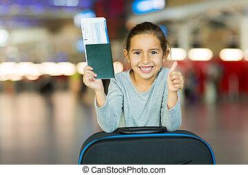 menininha, dar, polegar cima, em, aeroporto