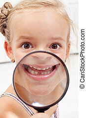 menininha, mostrando, dentes perdidos