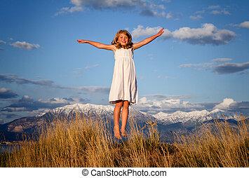 menininha, pular, um, paisagem montanha