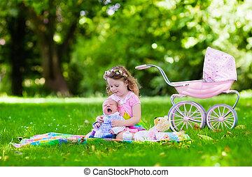 menininha, tocando, bebê, irmão