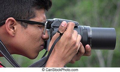 menino adolescente, com, fotografia, câmera