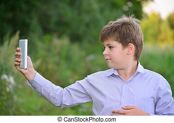 menino adolescente, computador, tabuleta, natureza