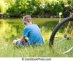 menino adolescente, lakeside
