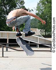 menino adolescente, skateboarding, ao ar livre