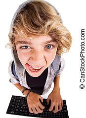 menino adolescente, travesso, computador, tocando