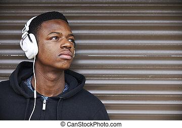 menino, adolescente, urbano, escutar música
