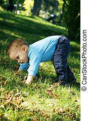 menino, ao ar livre