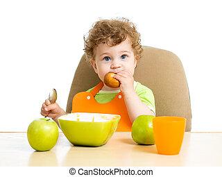 menino bebê, comer, sozinho