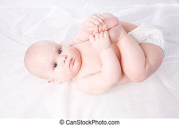 menino bebê, deitando, toalha, fralda