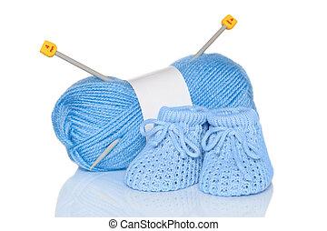 menino bebê, tricotado, booties