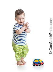 menino, carro brinquedo, bebê bebê, tocando