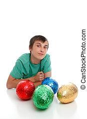menino, com, chocolate ovos páscoa