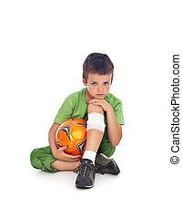 menino, com, ferido, perna, e, bola futebol