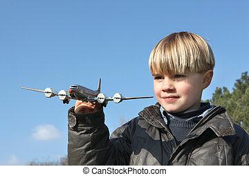 menino, com, um, aeroplano brinquedo