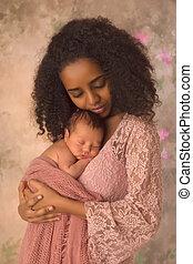 menino, dela, ethiopian, recem nascido, segurando, mãe