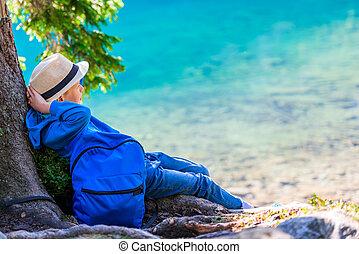 menino, descansar, mochila, cansadas, lago, tatra, viajante, montanhas