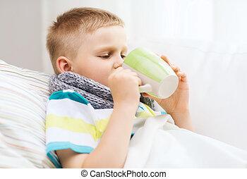 menino, doente, gripe, lar