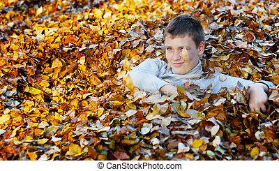 menino, em, outono sai