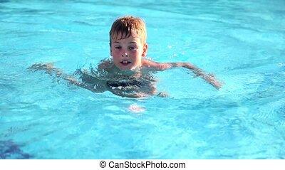 menino, então, nadado, afastado, piscina, levantar, pular, ...