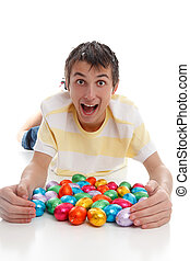 menino excitado, ovos páscoa