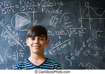 menino, gênio, câmera, durante, retrato, sorrindo, lição, matemática