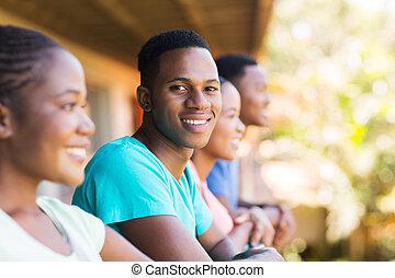 menino, grupo, americano, faculdade, africano, amigos