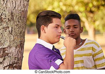 menino, grupo, cigarro, fumantes, fumar, adolescentes, eletrônico