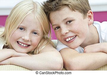 menino, irmã, &, irmão, lar, menina, crianças, feliz