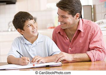 menino, jovem, ajudando, sorrindo, cozinha, dever casa,...