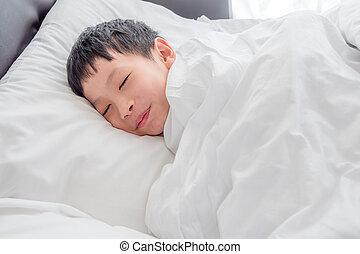 menino, jovem, cama, manhã, asiático, dormir