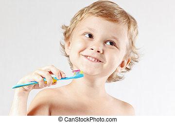 menino jovem, escovar, seu, dentes, ligado, um, fundo branco