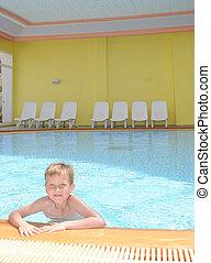menino, jovem, piscina, natação