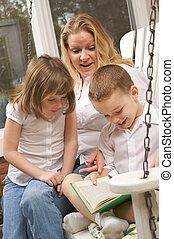 menino, lê, adorável, irmã